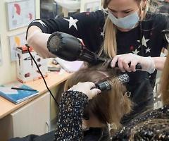 Fase 2, negozi ancora chiusi:  parrucchieri ed estetisti riapriranno a giugno