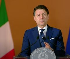 L'Italia riapre ma sotto osservazione. Conte promette di dare una spallata alla burocrazia