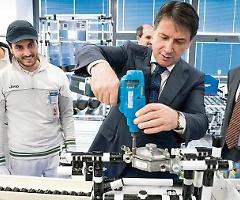 Il prestito da 6 miliardi a FCA agita la politica (soprattutto il PD), il gruppo: soldi per sostenere automotive italiano da 10mila aziende