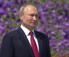 Se vuoi incontrare Putin, devi passare per la sua doccia disinfettante