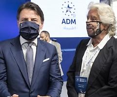 Grillo spariglia le carte della crisi di governo con l'appello ad un patto tra tutti i partiti costruttori