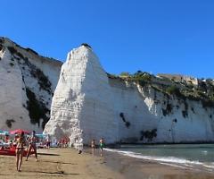 """App e """"zone blu"""", le spiagge pronte a riaprire dal 15 maggio"""