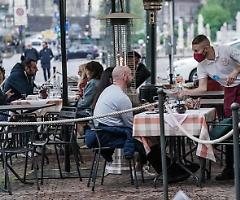 Esclusi (per ora) bar e ristoranti, ma il green pass agita le acque già mosse del governo Draghi