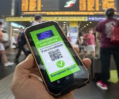 """I """"No green pass"""" danno battaglia contro l'obbligo sui treni: protesta in 55 stazioni"""