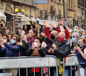 L'abbraccio di Roma ai funerali di Gigi Proietti: era l'ultimo re