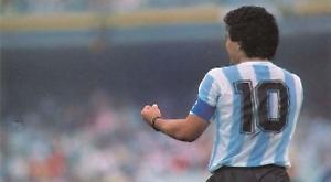 """Maradona shock: è morto il """"dio del calcio»"""