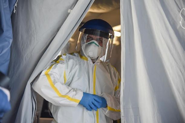 Coronavirus, 4 italiani su 10 poco propensi a vaccinarsi