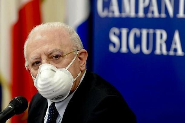 De Luca ritira il lockdown, in Campania sarà solo coprifuoco